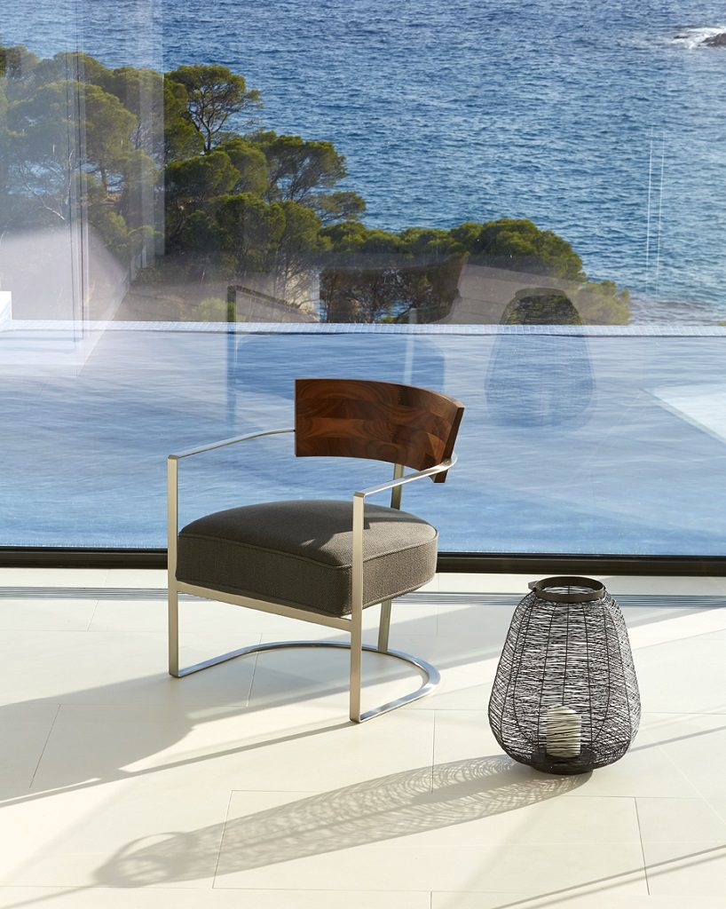vistas interior detalle 818x1024 - Casa de diseño bañada por el sol en Santa Cristina d'Aro, Girona (Costa Brava)
