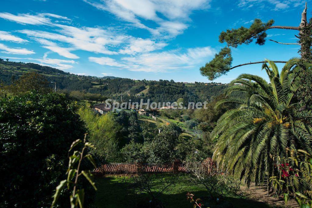 vistas jadin 1024x683 - Casa primaveral en Villaviciosa (Asturias): encanto, naturaleza y un romántico jardín