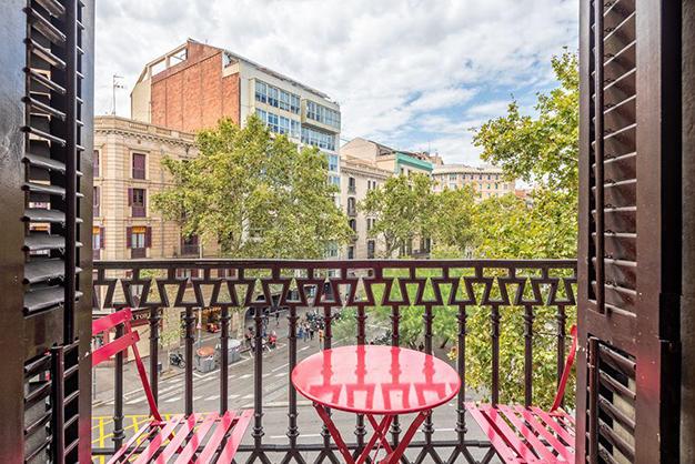 vistas piso centro barcelona 2 - Piso en el centro histórico de Barcelona: diseño y lujo para disfrutar de la Ciutat Vella