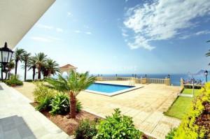 vistasypiscina 300x199 - Los extranjeros se gastan de media 158.000 euros para comprar una vivienda en España