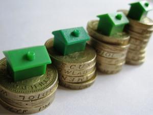 vivienda hacienda 300x225 - La reforma fiscal golpea duramente a la vivienda antigua: vender ya o pagarlo caro