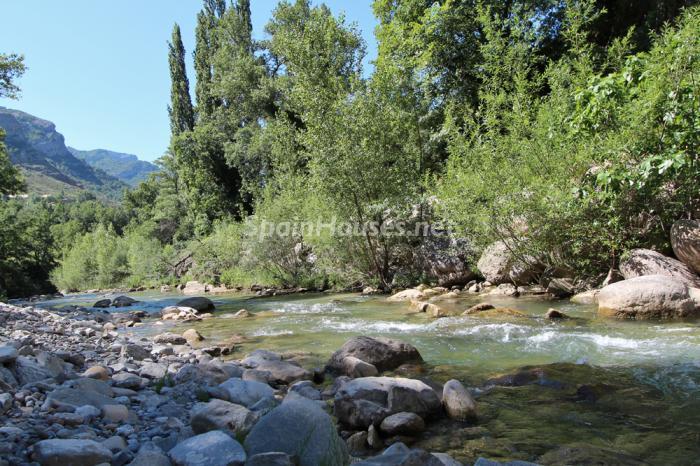 zona - Otoño y naturaleza en una preciosa casa tradicional en Ribagorza, el Pirineo de Huesca