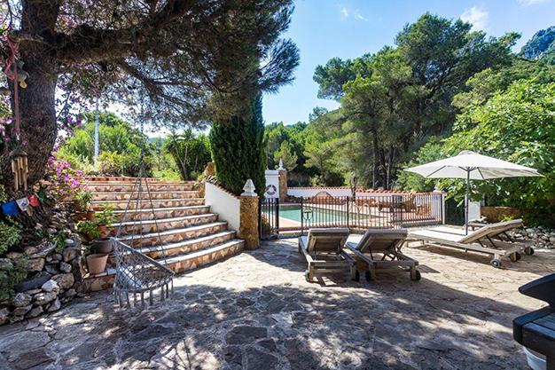 zonas descanso - Descubre esta increíble villa de lujo en Valencia, con arquitectura inspirada en Gaudí y 100% ecológica